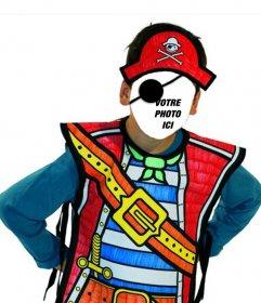 Photomontage du costume de pirate de lenfant de mettre un visage