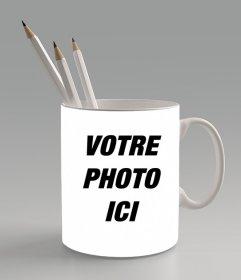 Créez un collage de photos Lajout de ligne une photo et la mettre sur une tasse avec des stylos à lintérieur