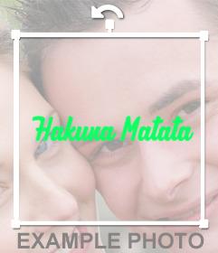 Collez lexpression Hakuna matata sur vos photos avec cet effet de photo en ligne autocollant