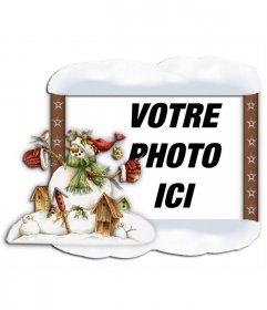 Cadre photo avec le bord de la neige et un bonhomme de neige. Mettez votre photo dans le bacgound en ligne et gratuit