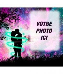 Amour cadre photo avec une silhouette de deux amoureux qui sembrassent dans les bois avec le ciel étoilé violette