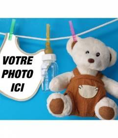 """Collage avec un dossard et un ours en peluche où vous pouvez placer une photo d""""un nouveau-né sur un fond bleu"""