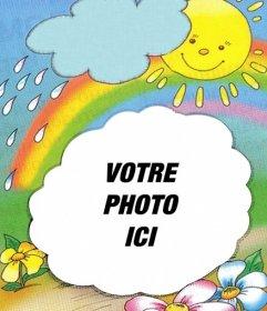 Cadre photo avec le soleil sur le fond émergeant dun nuage et larc en ciel, où vous pouvez mettre votre photo
