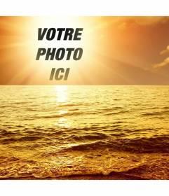 """Photomontage avec un port de plaisance le coucher du soleil, où une face de coupe ou de l""""image apparaît au centre du soleil, se baigner dans une lumière dorée une houle légère"""