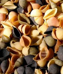 Game to hide your portrait in a pile of colored italian pasta